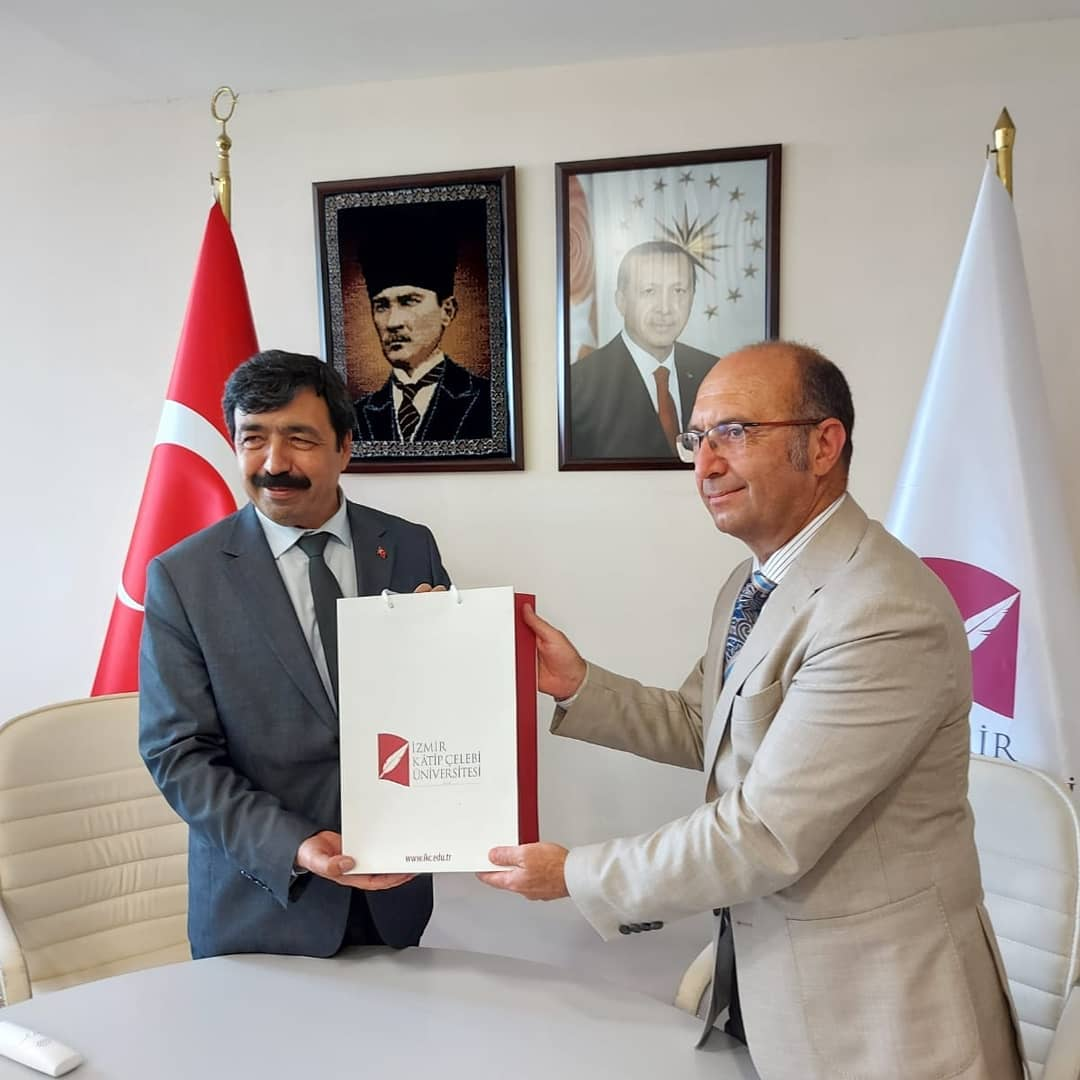 İzmir Katip Çelebi Üniversitesi ve İzmir Tınaztepe Üniversitesi arasında akademik ve inovasyon alanlarında işbirliği üzerine protokol imzalandı.