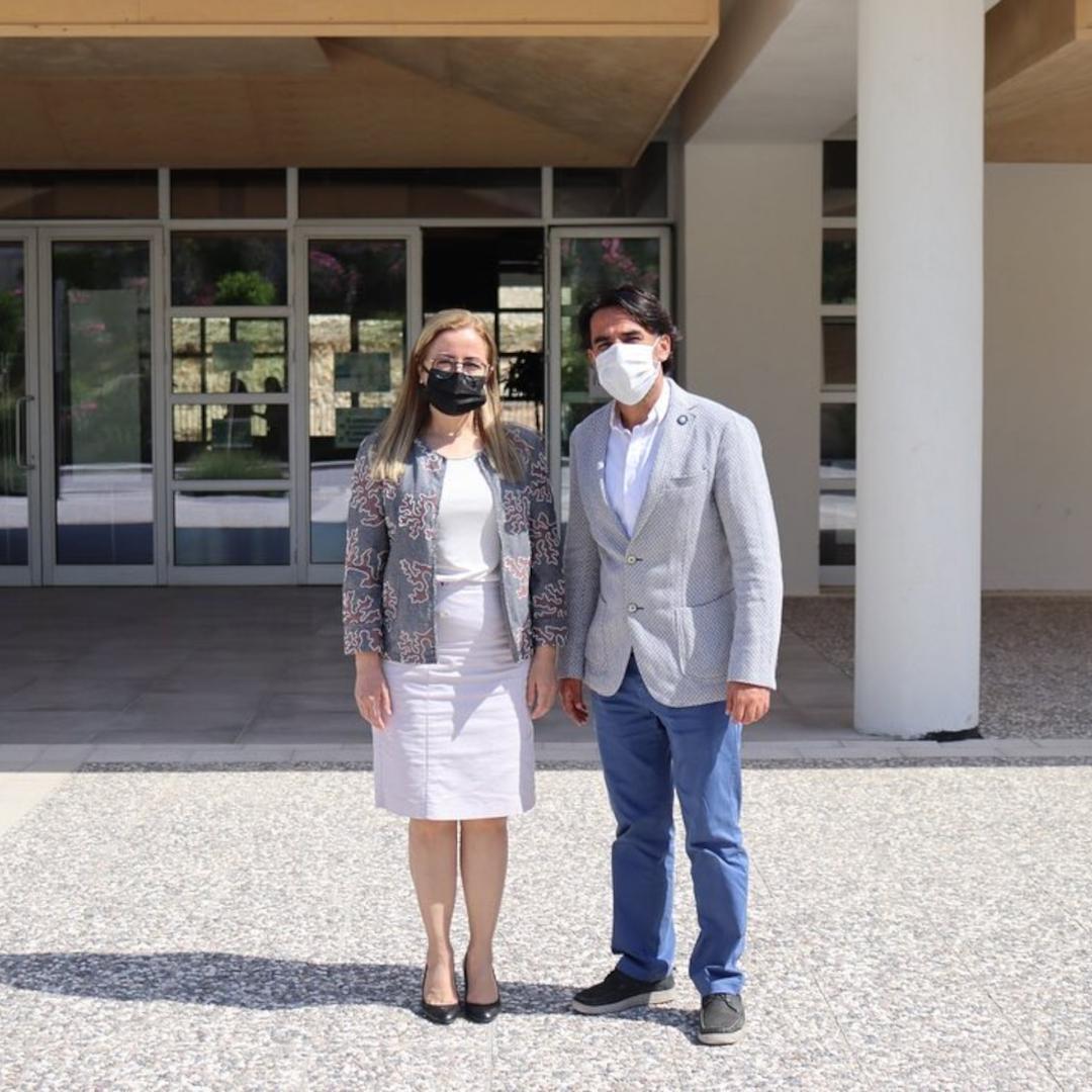 İzmir Bakırçay Üniversitesi Rektör Yardımcısı Prof. Dr. Abdulkadir Hızıroğlu üniversitemizi ziyaret ederek Rektör Yardımcımız Prof. Dr. Esra Özer ile görüştü
