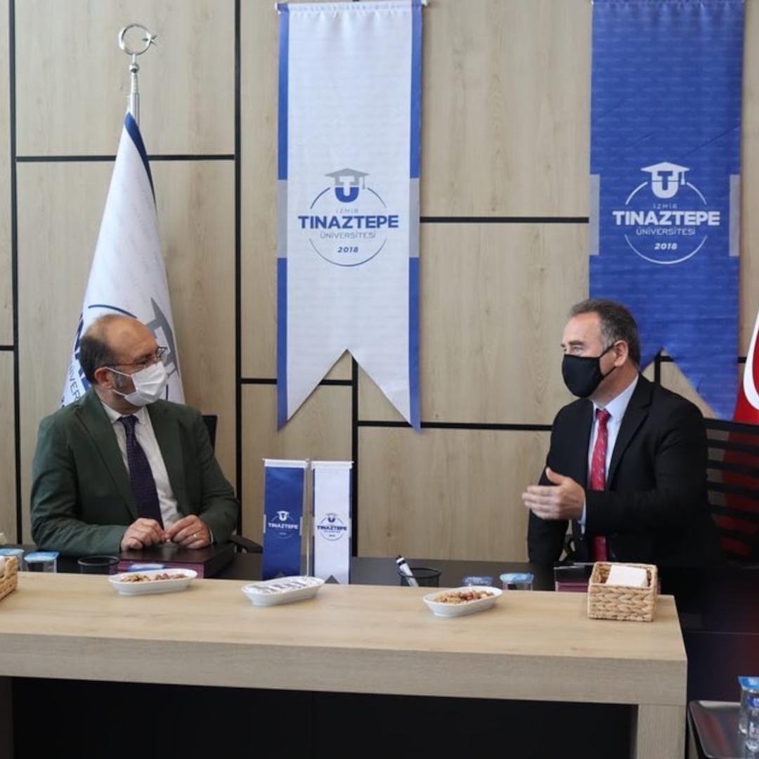 İzmir Atatürk Lisesi Müdürü Sayın Ahmet Yılmaz ve Müdür Yardımcısı Z.Benal Hepsöğütlü Üniversitemizi ziyareti