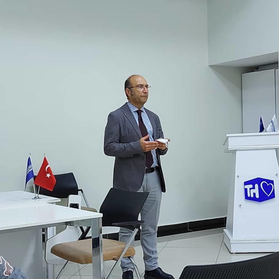 Rektörümüz Prof. Dr. Mustafa Güvençer, Rektör Yard.-Tıp Fakültesi Dekanımız Prof. Dr. Esra Özer ve Inovasyon ve Girişimcilik Birimi Sorumlusu Burcu Ersoy, Tıp Fakültesi akademisyenlerimiz ile Tınaztepe Buca Hastanemizde arayış toplantısı