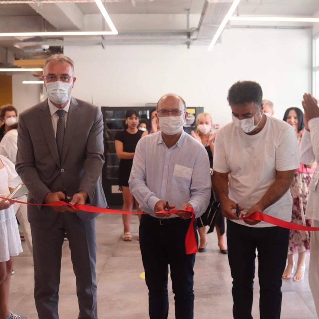 I. Uluslararası Resim Çalıştayı kapsamında gerçekleşen sergi açılışıyla sanatçılarımız eserleri ile kendilerine hayran bıraktılar.